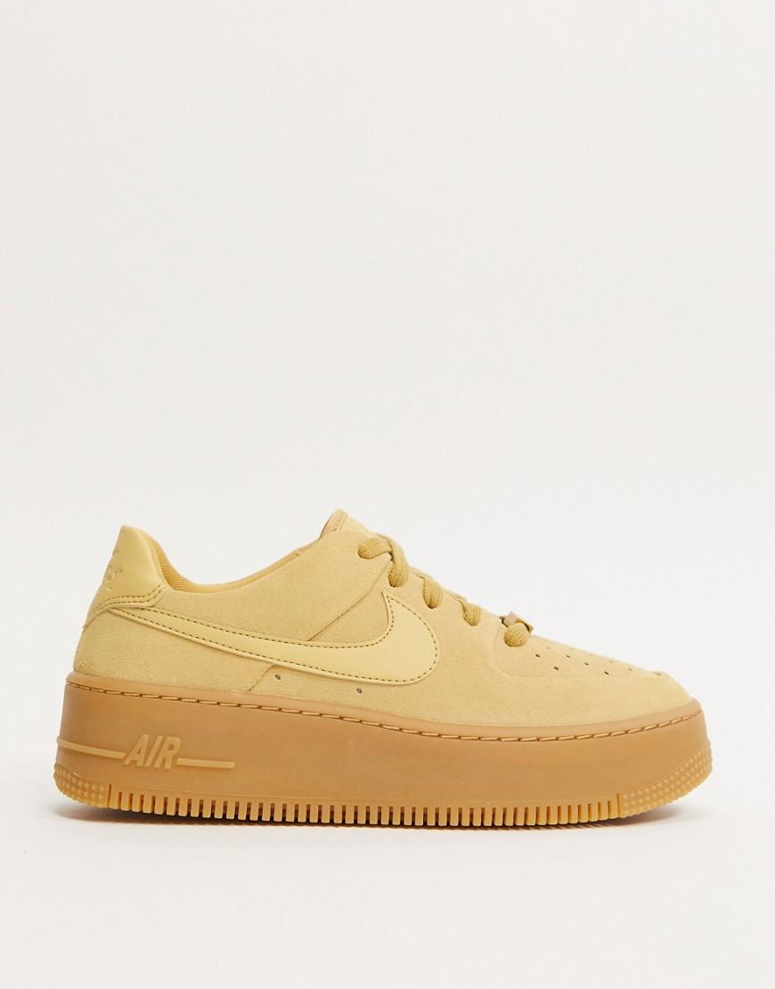 Nike Air Force 1 Sneaker mit Gummisohle, Beige mit Salbei Cremeweiß