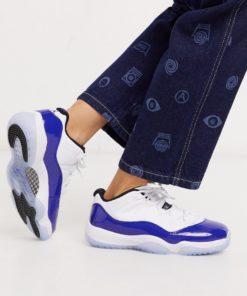 Nike - Air Jordan 11 - Niedrige Sneaker in Weiß